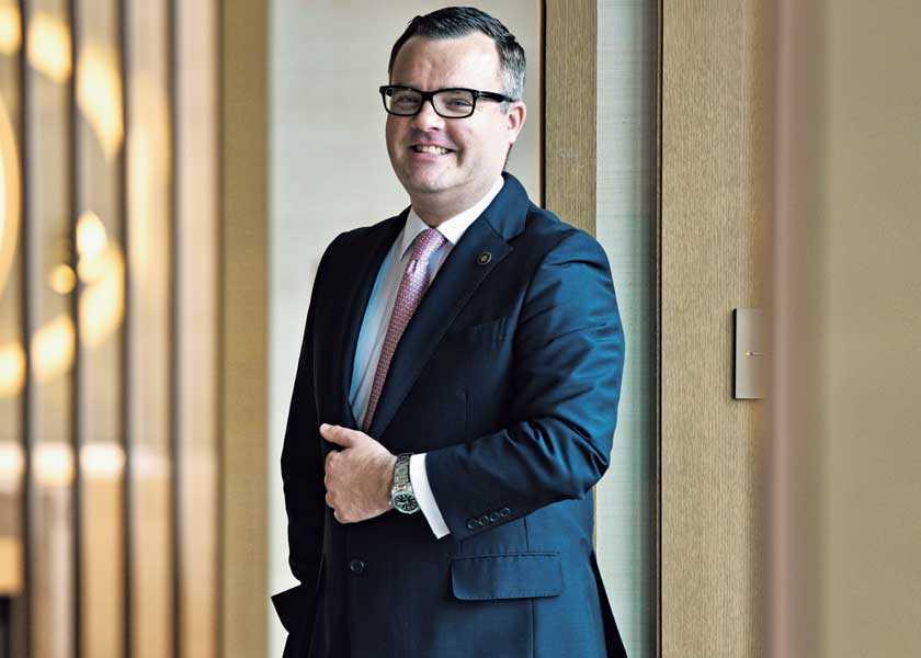 ビジネスセレブの「時を紡いで」 第1回コンラッド東京 総支配人――ニール・マッキネス