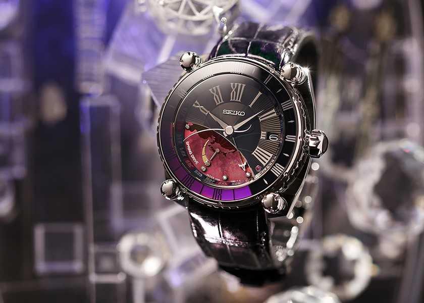 〈セイコー ガランテ〉の新作は美しくも大胆!宇宙が舞台の高級旅時計で、目指すは規格外の男!?