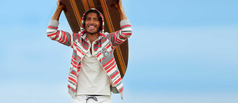 〈ムータ〉×〈ロイヤル フラッシュ〉の1着で爽やかさを倍増!海好き男の週末はマリンなパーカが主役!