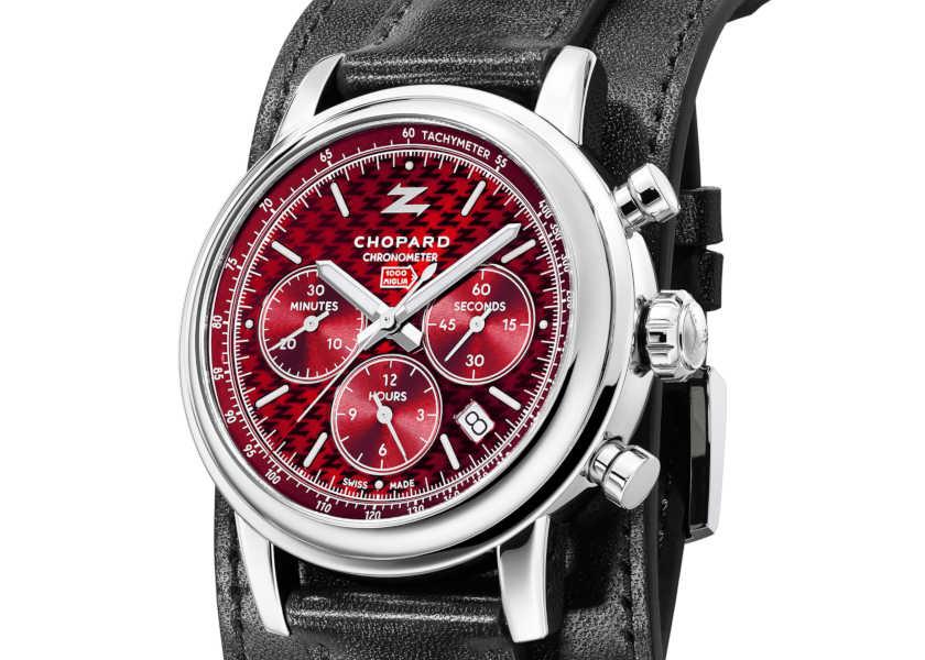 〈ショパール〉の限定コラボ時計は、真紅ダイヤルの絶品クロノグラフ!
