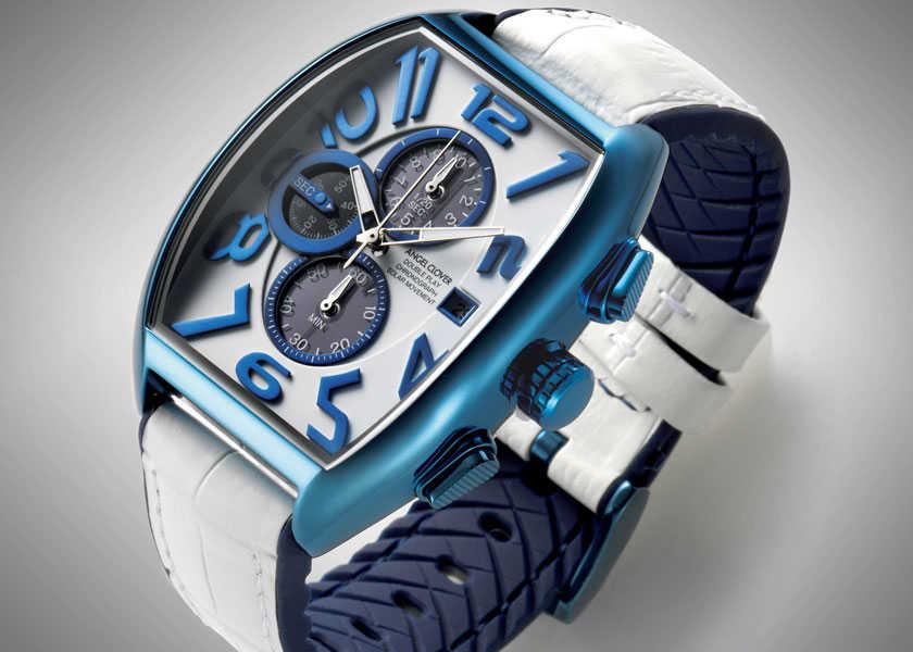 FOCUS ON 今月注目したいモノ・コト青×白のソーラー時計で夏は手元も爽やかに衣替え!?