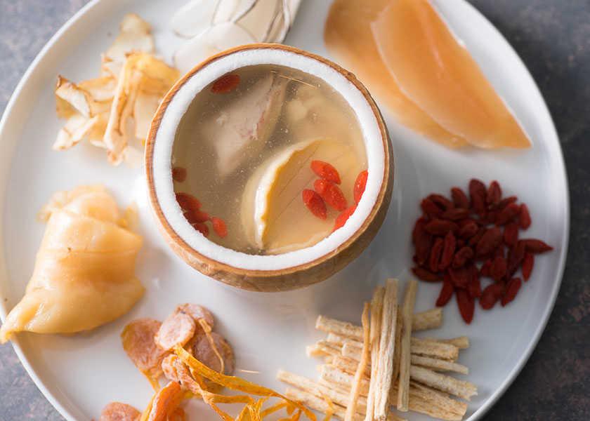 ホテルの名物メニューを彼女と♡ あまりの美味しさにぶっ飛ぶ!?カラダにもいい豪華スープとは!?