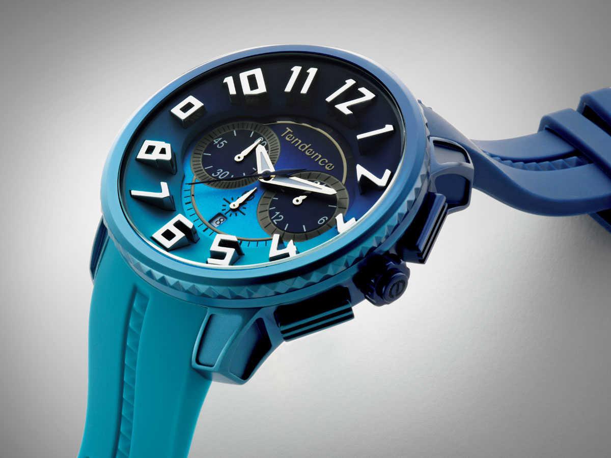 """e619784af3 """"ディカラー""""は、大自然のカラーを時計に取りこんだ色彩豊かなコレクション。砂漠をモチーフにした""""デザート""""、オーロラ、夕日、空をモチーフにしたものも ある。"""