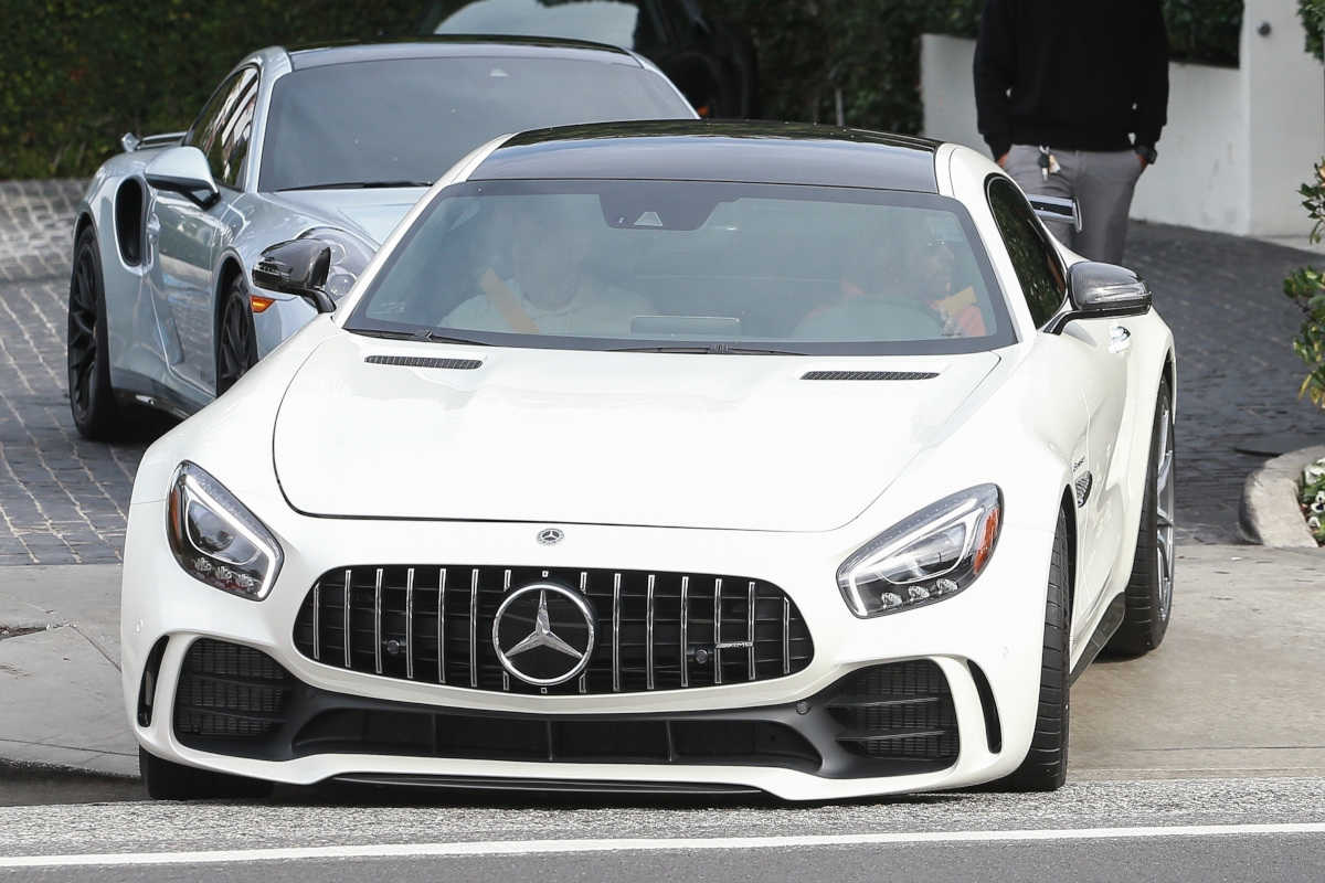 premium selection dcbbd a8ee7 よく見ると様子が違う! ルイス・ハミルトンの超ド級の愛車とは ...