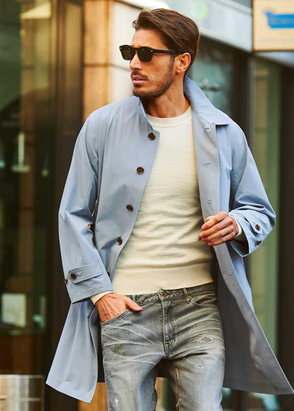 爽やかな薄手コートはダメージデニムで男らしく!