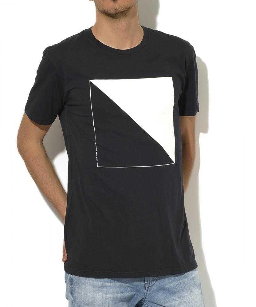 クルーネックグラフィックTシャツ